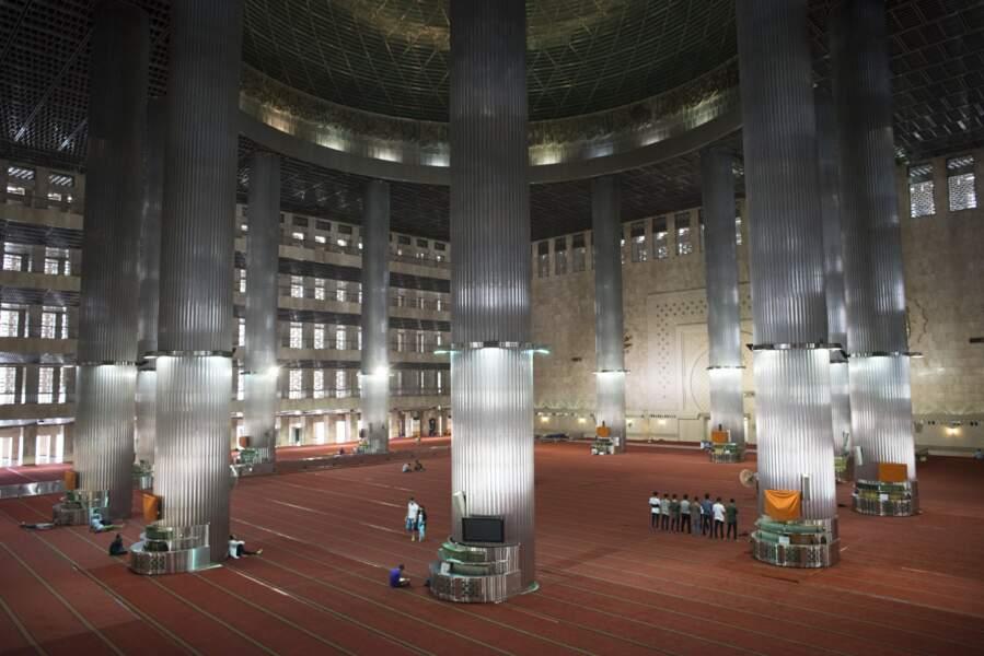 La colossale mosquée d'Istiqlal, à Jakarta, est ouverte à tous