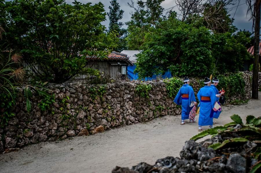 Sur l'îlot de Taketomi, le béton est interdit et la fête obligatoire