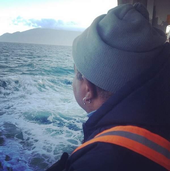 L'île de Tristan da Cunha pointe à l'horizon.