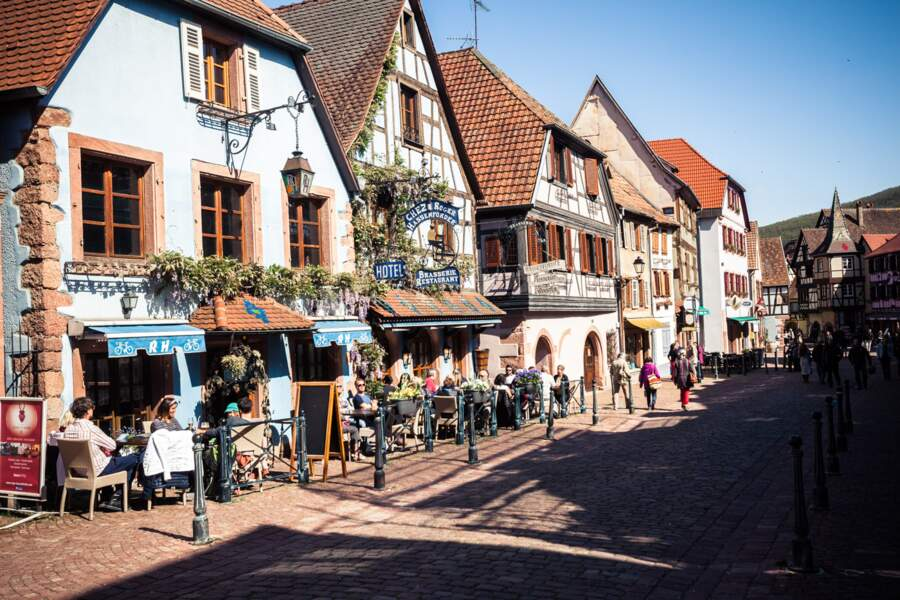 Dans les rues animées de Kaysersberg (Haut-Rhin)