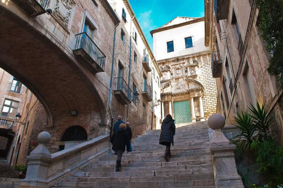 Les ruelles de Gérone, en Espagne : la cité de Braavos