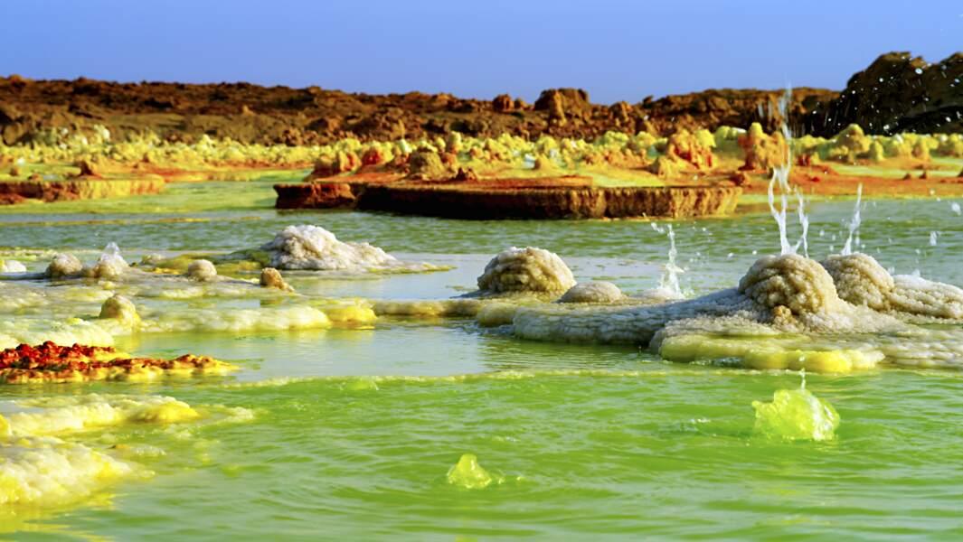 Formations de soufre et de sel dans les lacs acides / Désert du Danakil, Dallol, Ethiopie