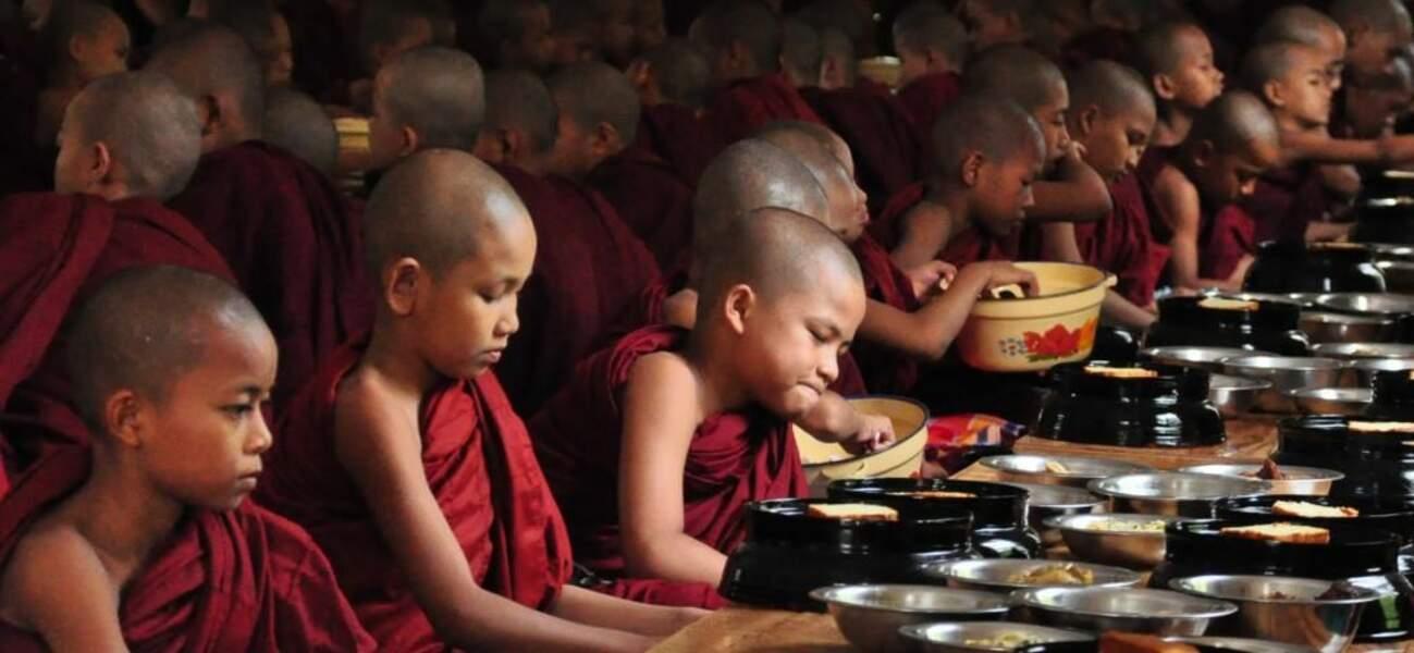 Jeunes moines bouddhistes en Birmanie (photo du GEOnaute christian.mathis)