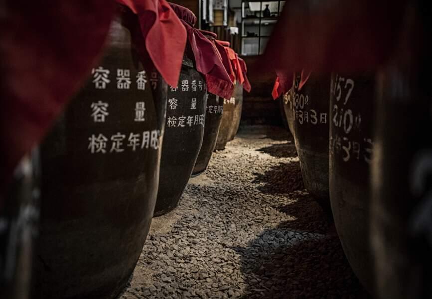 Awamori, un alcool de riz typique des Ryūkyū