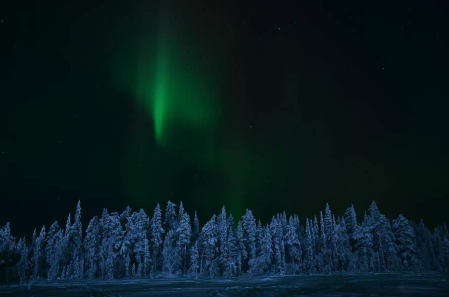 Aurore boréale près du lac d'Olos, en Laponie finlandaise