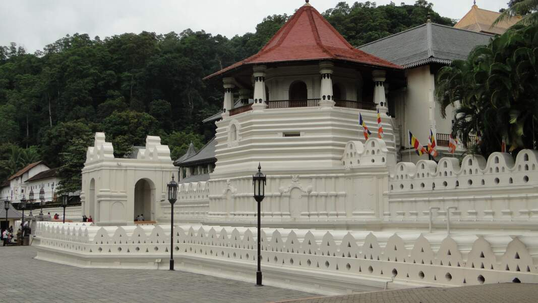 Le temple de la dent de Bouddha, haut-lieu religieux