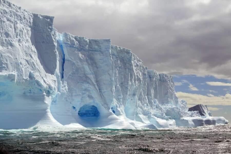 Iceberg géant en Géorgie du Sud, au pôle Sud (photo du GEOnaute pascalzoom)