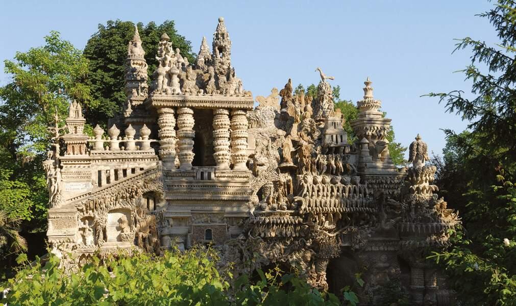 Le Palais du facteur Cheval, l'incroyable histoire cachée derrière ce monument historique