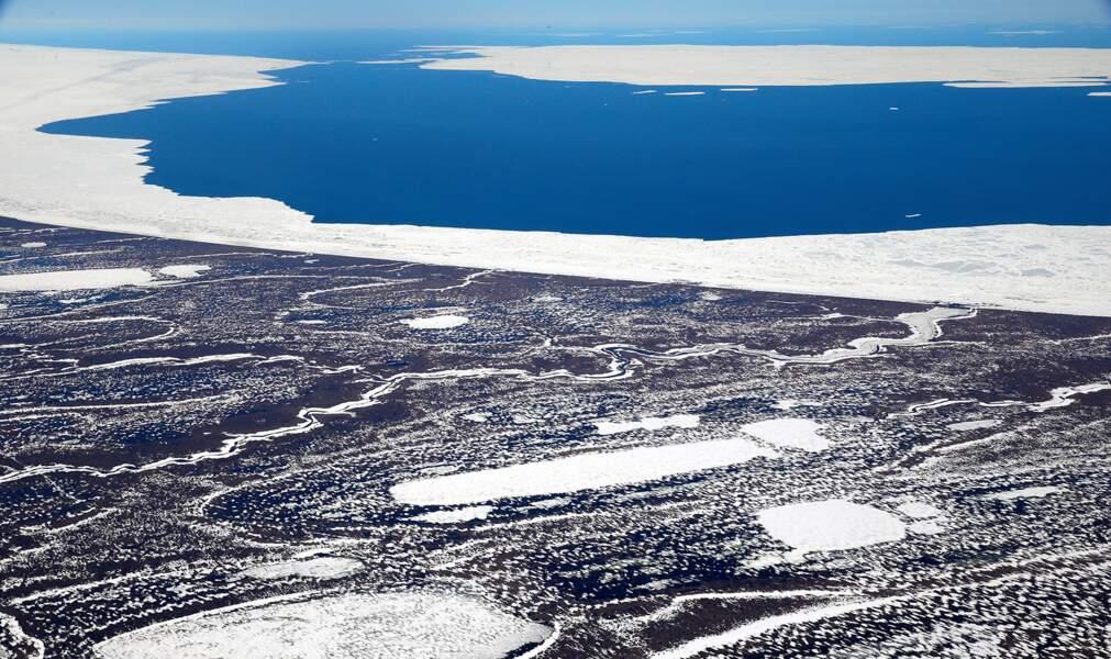 A cause du changement climatique, le sol gelé de l'Arctique serait devenu un émetteur de carbone