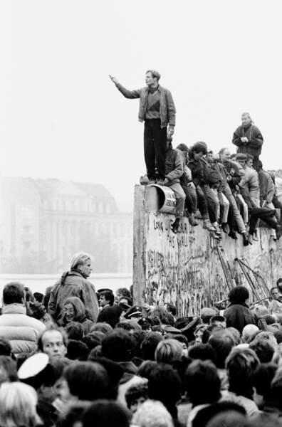 Berlinois en liesse au lendemain de la chute du Mur
