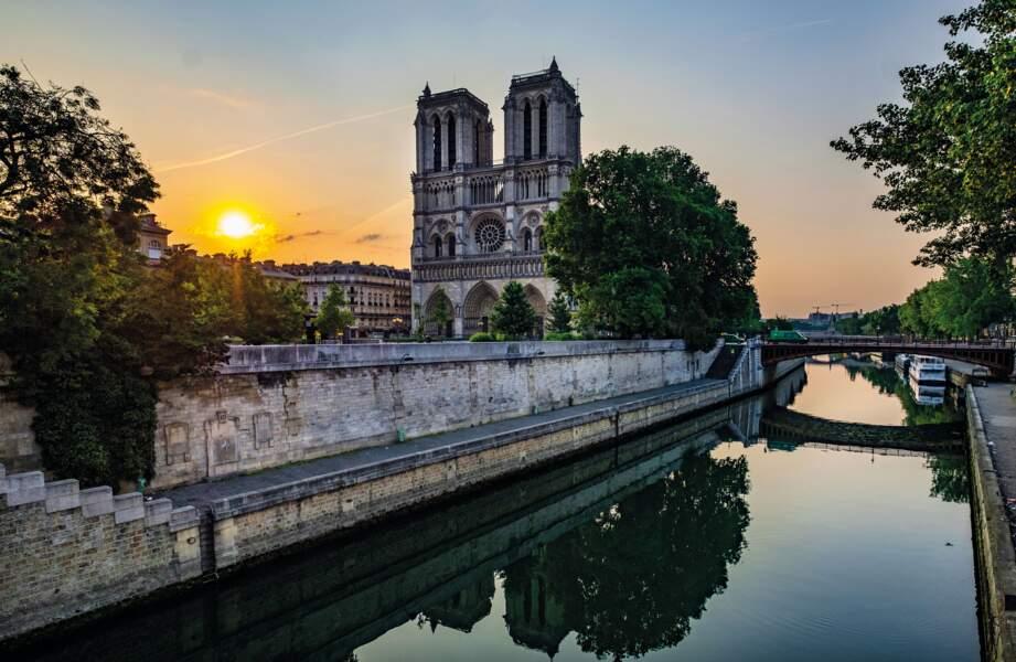 Notre-Dame de Paris vue des quais de Seine