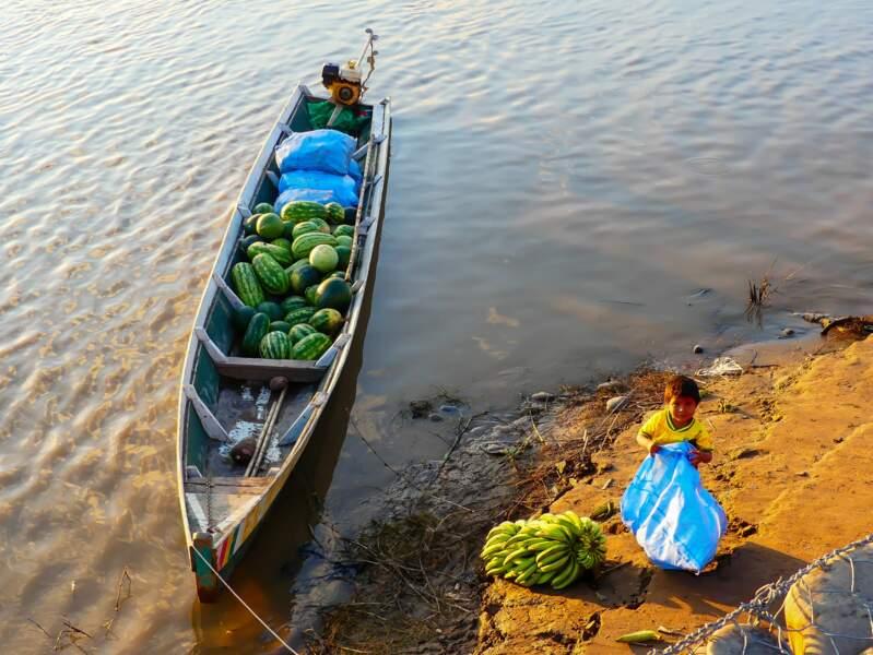 Enfant au bord du Rio Beni, Bolivie