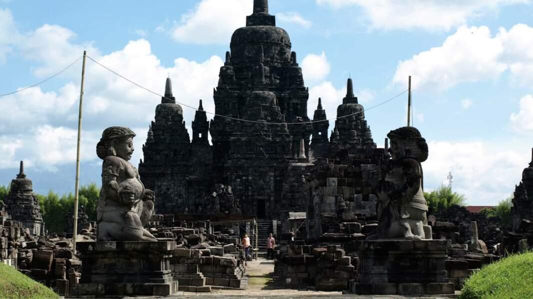 Le Temple de Borobudur, importante construction bouddhiste située dans le centre de l'île