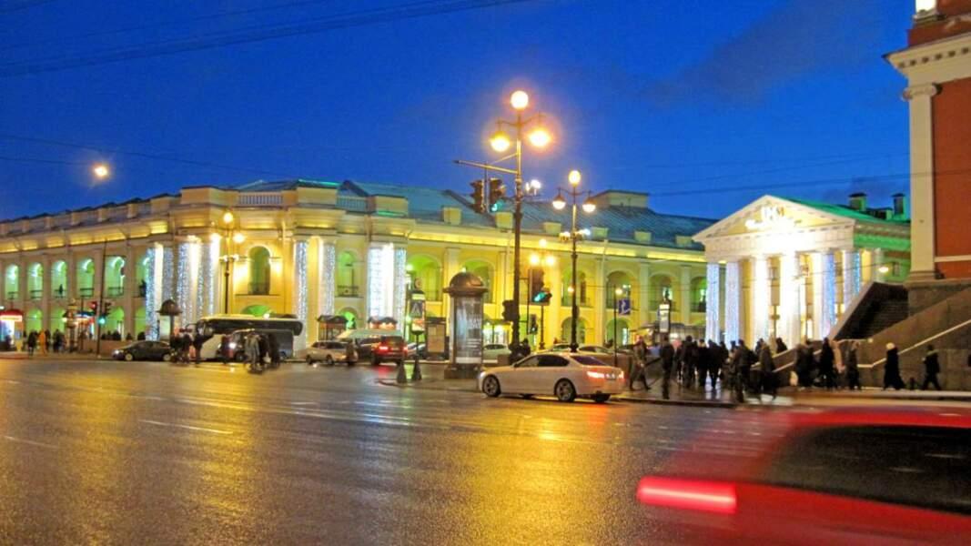 Perspective Nevski ou avenue de la Neva, l'avenue principale de la ville