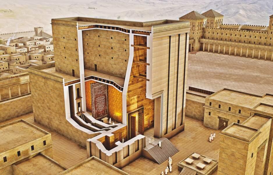 La masse monolithique du sanctuaire dominait la cité