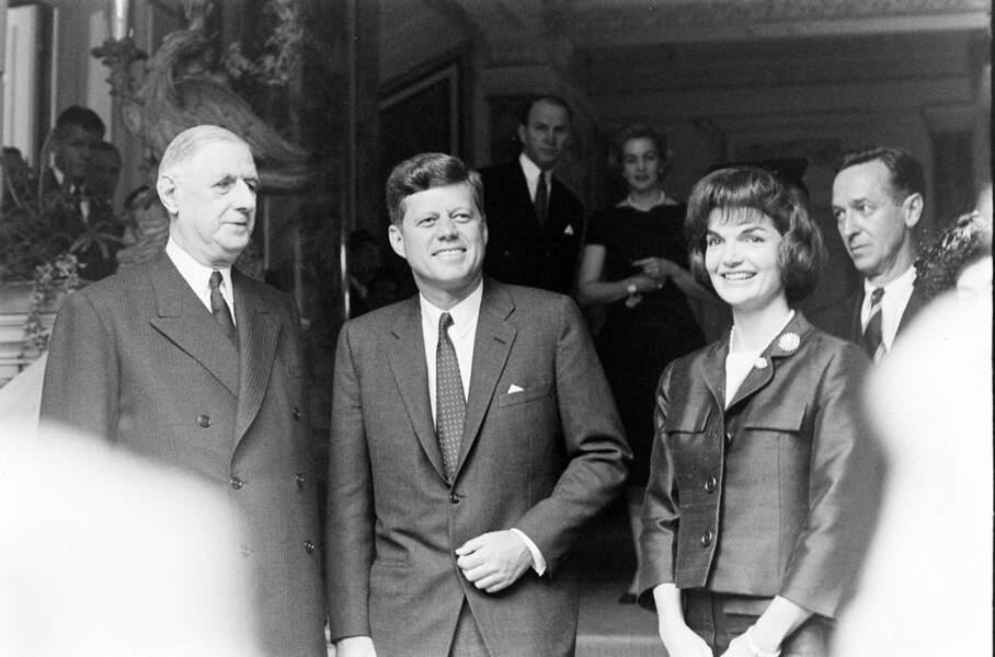 """Jackie Kennedy: """" Savez-vous que ma famille est d'origine française ? """"                                                                                                 De Gaulle : """" Eh bien, figurez-vous, Madame, que la mienne aussi ! """"."""