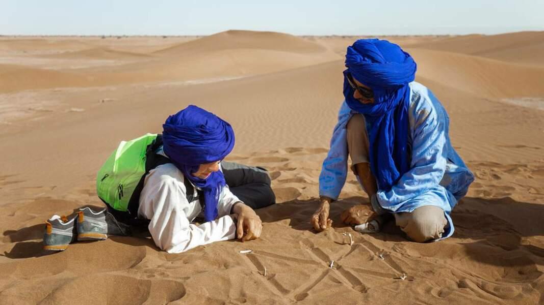 Jeu de dames dans le désert marocain
