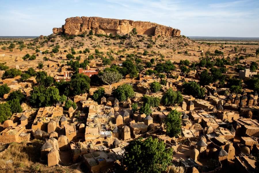 Songo, le village blotti au pied d'un piton rocheux
