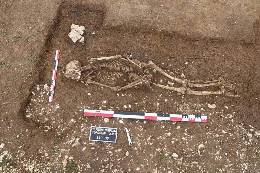 Cinq sépultures mises au jour