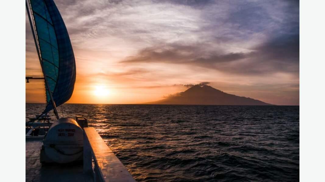 Vue sur un des nombreux volcans de l'archipel