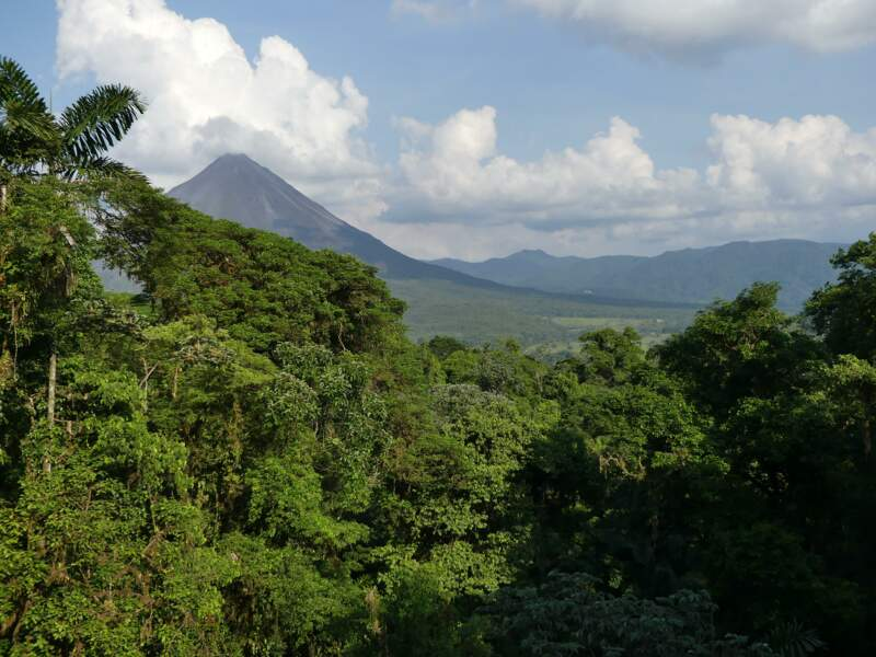 Volcan Arenal : une silhouette majestueuse