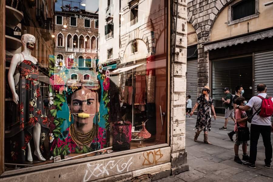 Quelques boutiques ont rouvert leurs portes dans le quartier du Rialto