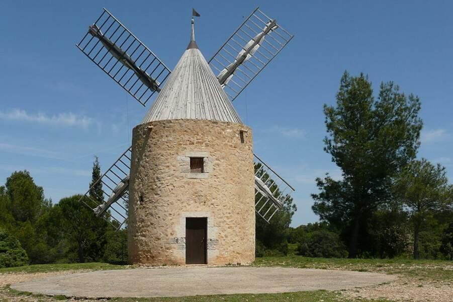 Moulin à vent de Vénéjan (Gard)
