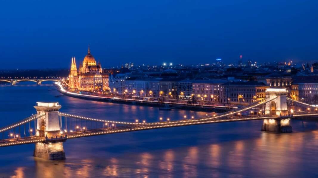 Le Danube coupe en deux la capitale de la Hongrie