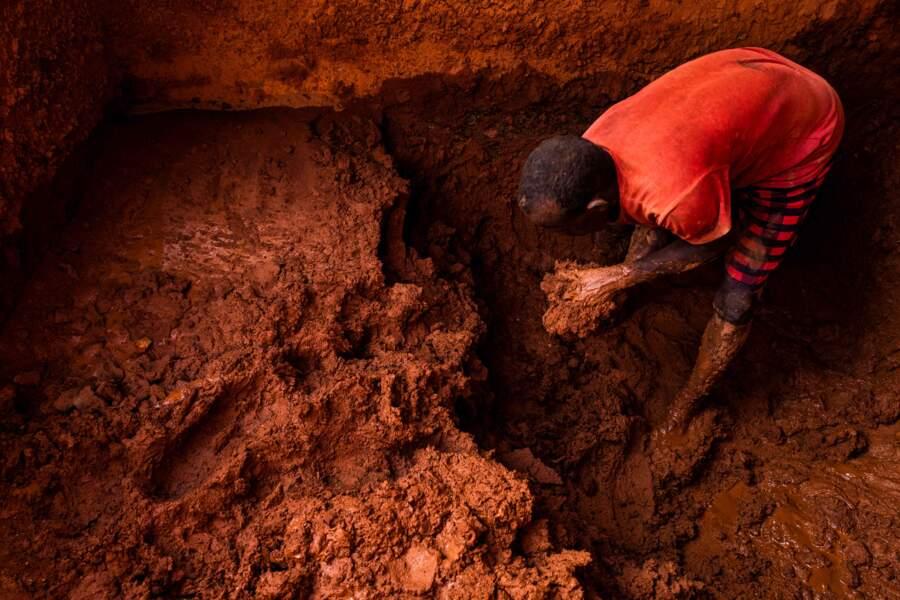 Fabrication artisanale de briques à Djibouti