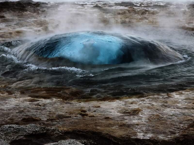 Eruption d'un geyser