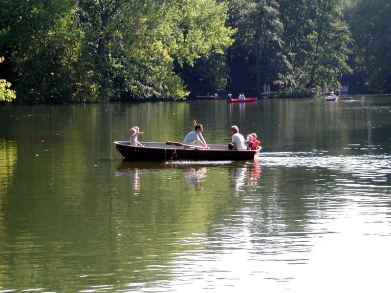 Lac Neuer See, dans le parc du Tiergarten, à Berlin, en Allemagne