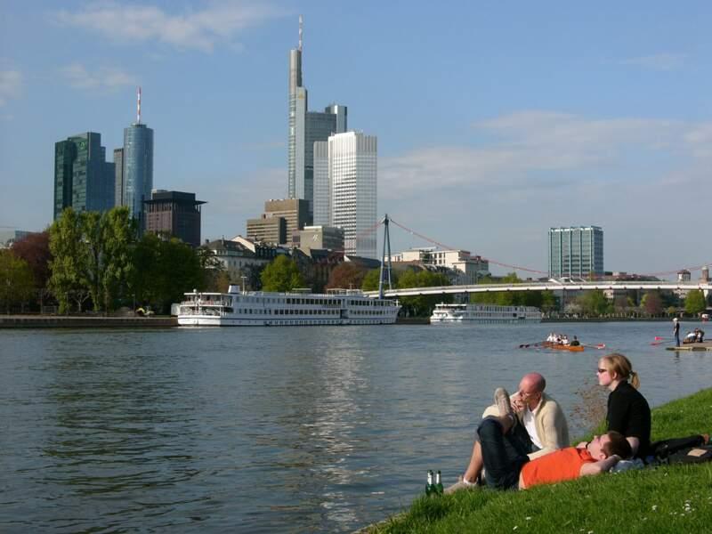 Au bord du fleuve Main, à Francfort, en Allemagne