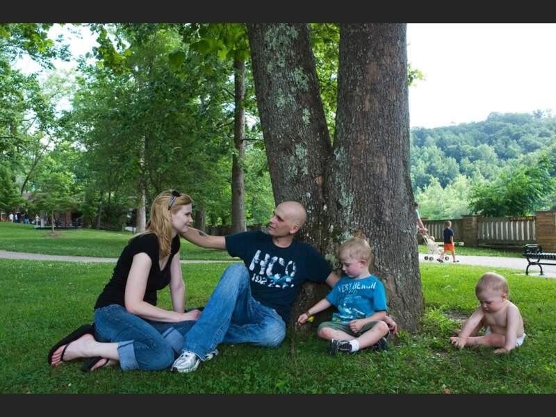 Mattew, Brittney et leurs deux enfant, dans un parc naturel, près du Tennessee (Etats-Unis).