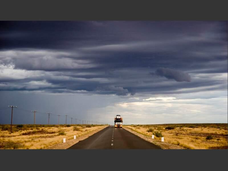 La route nationale B3 s'enfonce dans l'extrême sud désertique de la Namibie