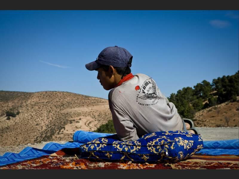 Youssef vit à Tilfitine, dans un village berbère du Haut-Atlas, au Maroc. Il rêve de retourner à Casablanca.