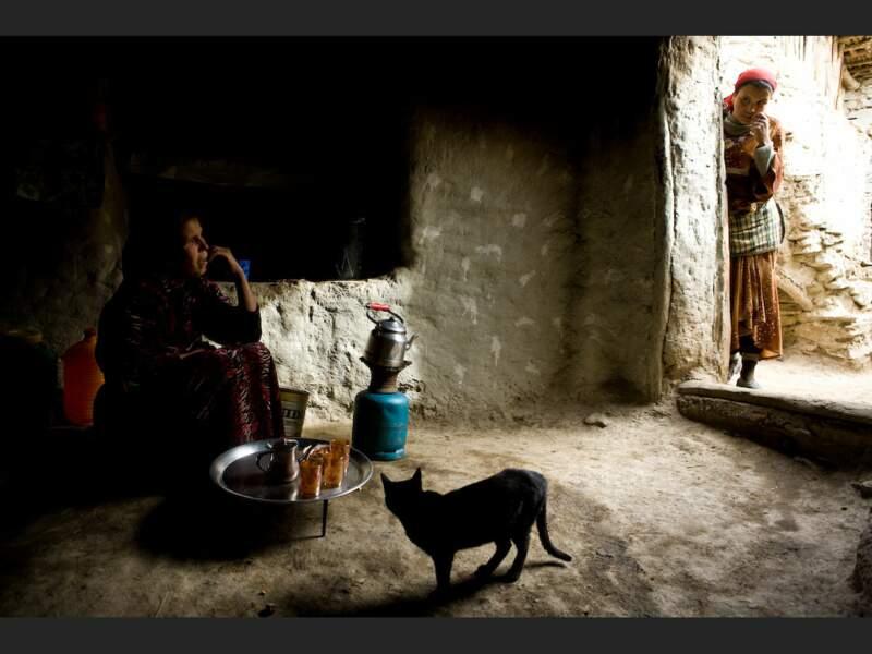 Famille berbère dans l'Atlas, au Maroc