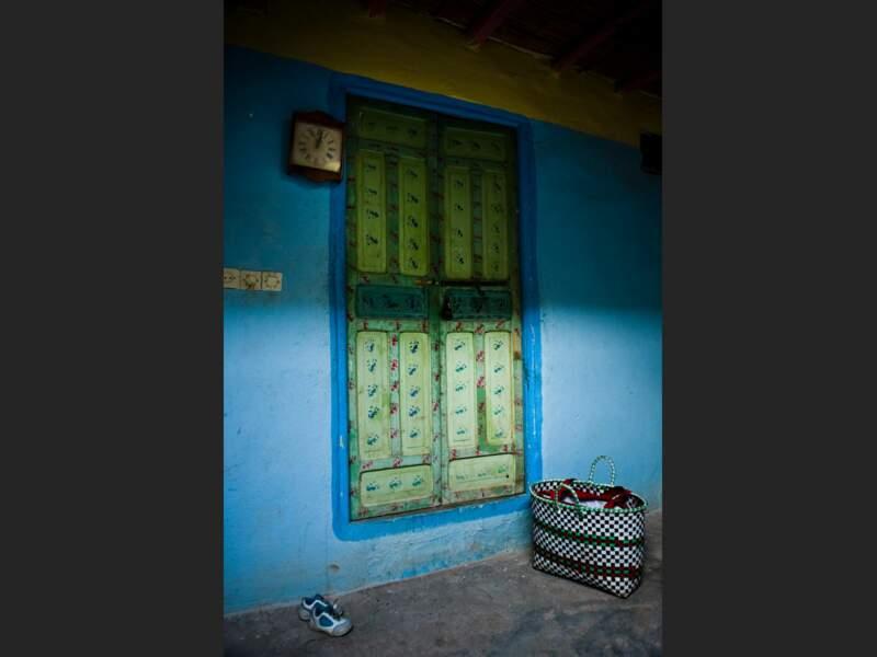 Intérieur typique de maison berbère, dans un village du Haut-Atlas, au Maroc.