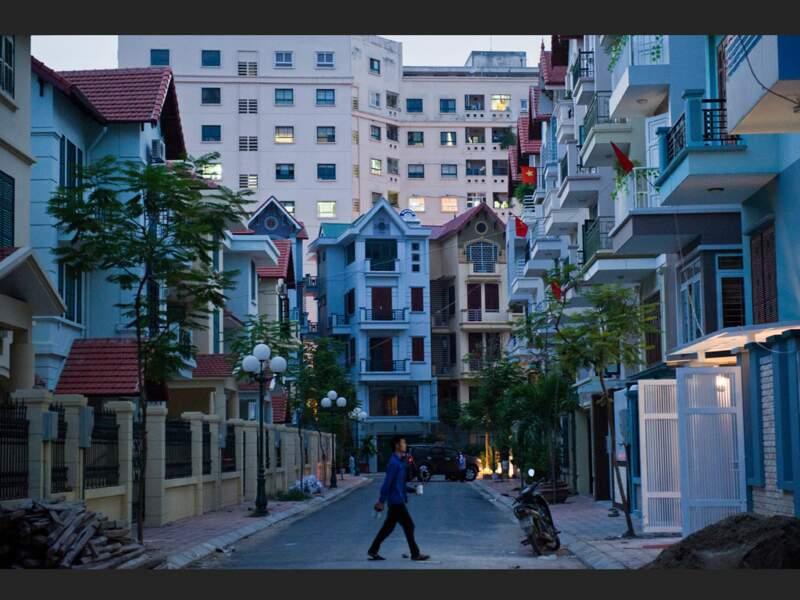 Dans le quartier de Đôc Tam Đà, à Hanoi, l'architecture mélange les styles, l'européen et l'asiatique (Vietnam).