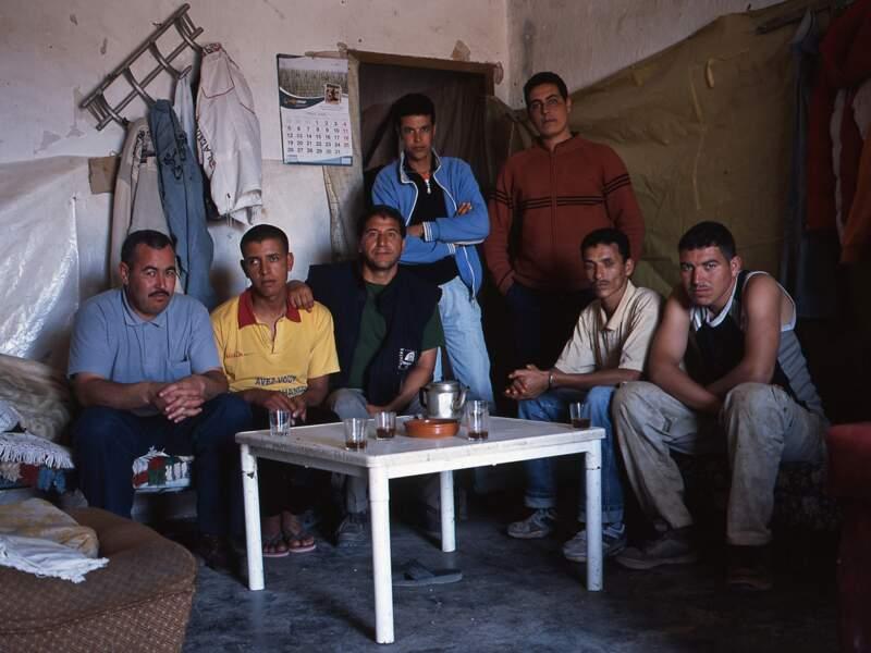En septembre 2007, les gardes civils font irruption en pleine nuit chez les habitants de Casas Viejas.
