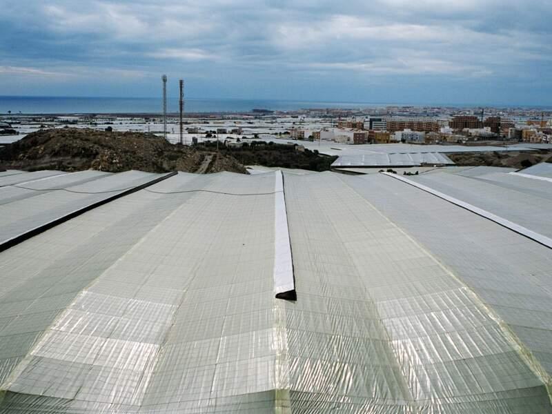 La « mer de plastique » continue de gagner du terrain. Vers Motril et les collines de l'Alpujarras à l'ouest. Vers le Cabo de Gata, à l'est.