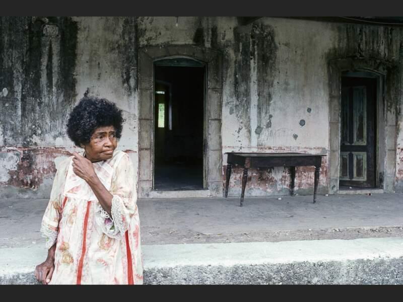 Une dame à Lifou, l'une des îles Loyauté, en Nouvelle-Calédonie.