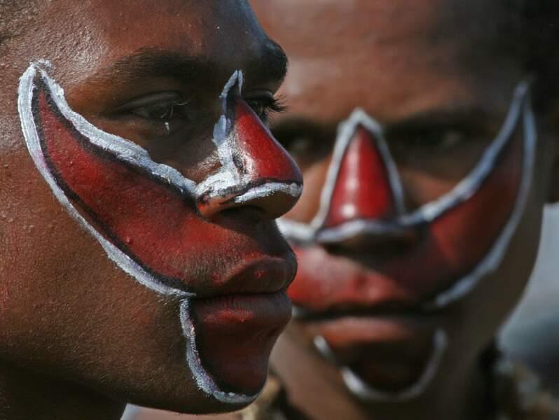 Papous maquillés à Mount Hagen, Papouasie-Nouvelle-Guinée
