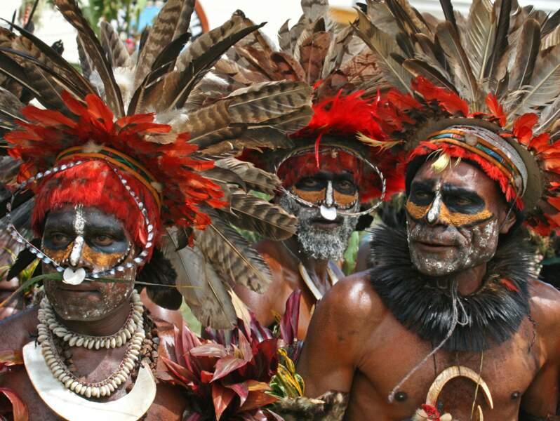 Têtes à plumes chez les Papous de Goroka, Papouasie-Nouvelle-Guinée