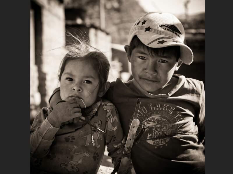 Ces deux enfants habitent à Fure, un village isolé du canyon de Colca, au Pérou.
