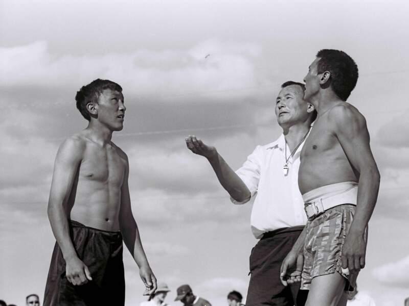 Lors de la fête d'Yssyakh, les hommes se mesurent lors de diverses compétitions (République de Sakha, Sibérie, Russie).