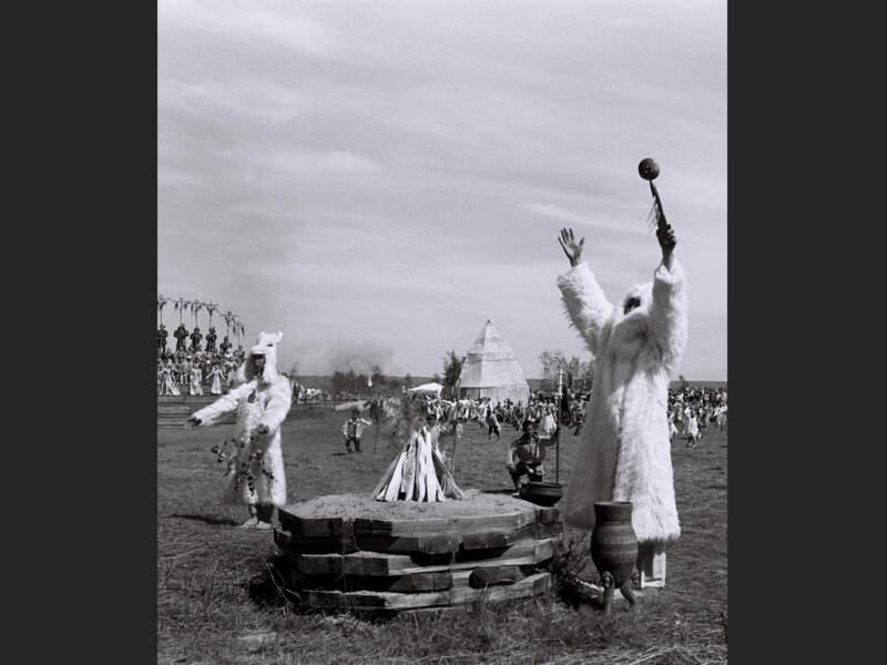 L'Yssyakh est célébré le 21 juin, au solstice d'été, qui est aussi la date de l'ancien Nouvel An iakoute (République de Sakha, Sibérie, Russie).
