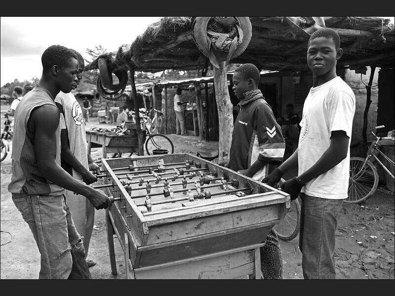 Match de baby-foot à Gonsé, au Burkina Faso.
