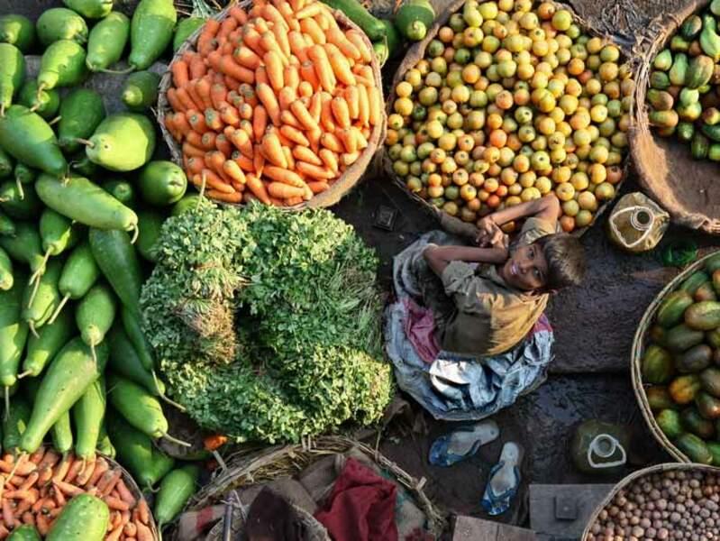 Sur le marché de Srimongol, au Bangladesh.