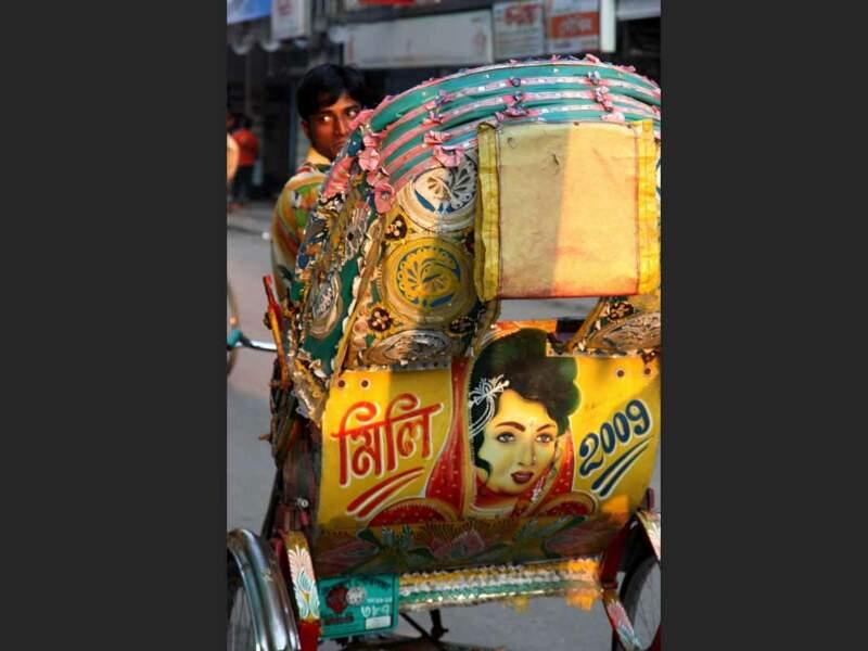 Très souvent, les rickshaws du Bangladesh sont richement décorés.