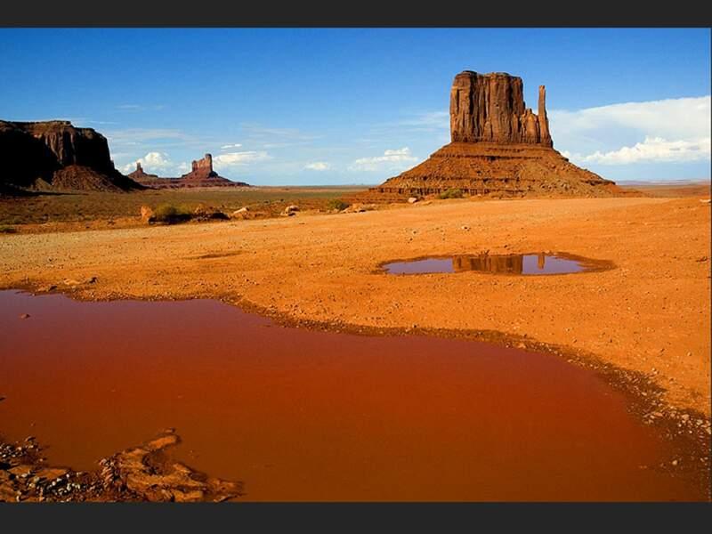 Monument Valley, un site géré par les Indiens Navajos, dans le sud de l'Utah et le nord de l'Arizona (Etats-Unis).